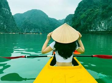 Tour khám phá vịnh Lan Hạ bằng xuồng bay