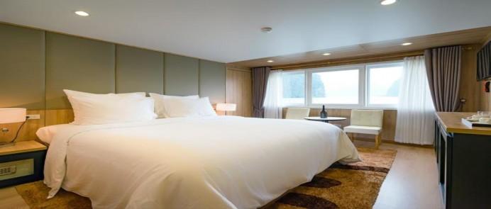 Khuyến mại tour du thuyền Hạ Long La Vela Classic Cruise 2 ngày 1 đêm